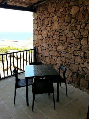 Baja Sardinia的民宿