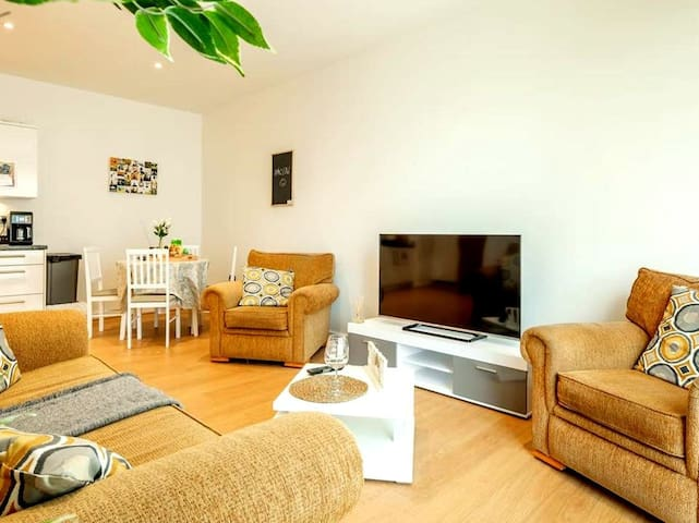 Central Bedford Apartment