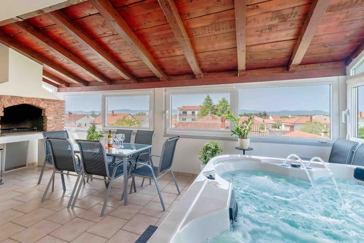 Apartment with jacuzzi in Zadar sea view 140m2