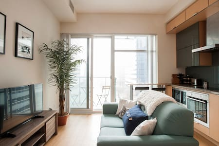 Downtown Condo Beside CN Tower