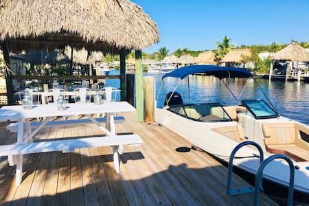 Tiny house on the water. Pool, beach, dock, kayaks