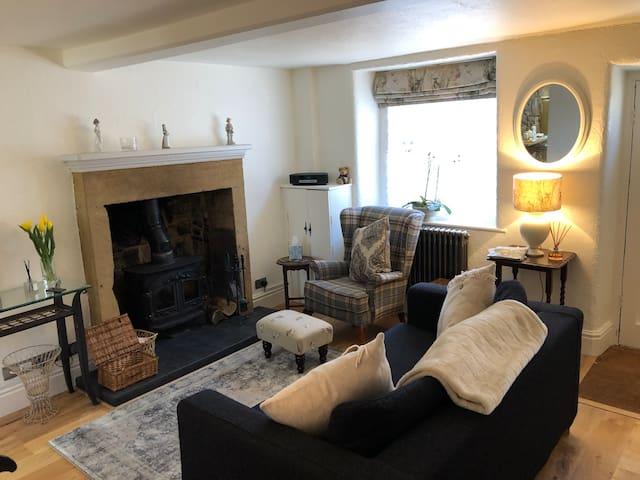 Grade 2 listed cottage, Peak District nr Bakewell
