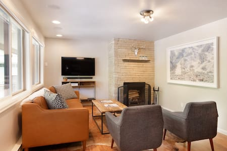 Updated 2 Bed/ 2 Bath in Heart of Town w/ Pool