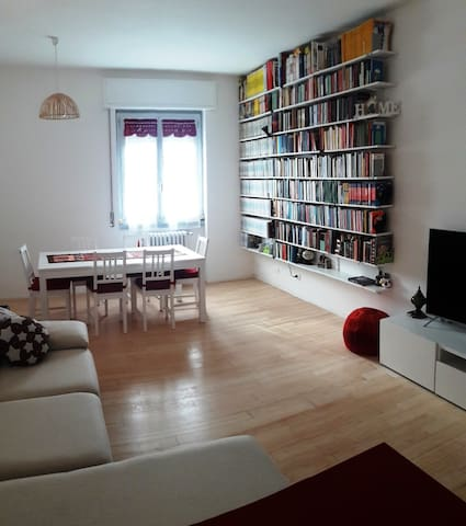 Huge and bright room in Tortona district!