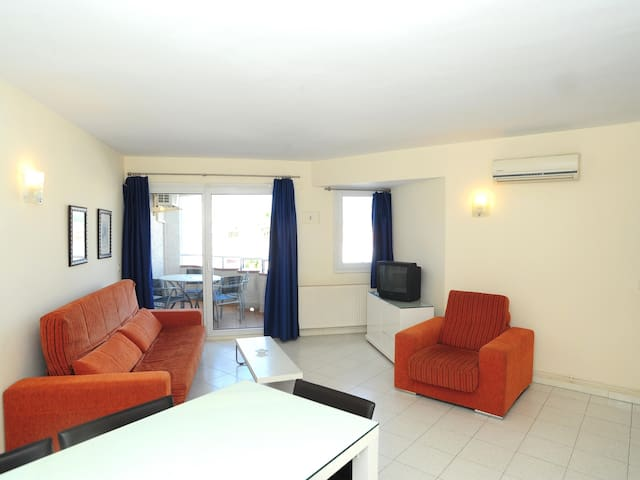 Beautiful two bedroom apartment with communal swimming-pool.