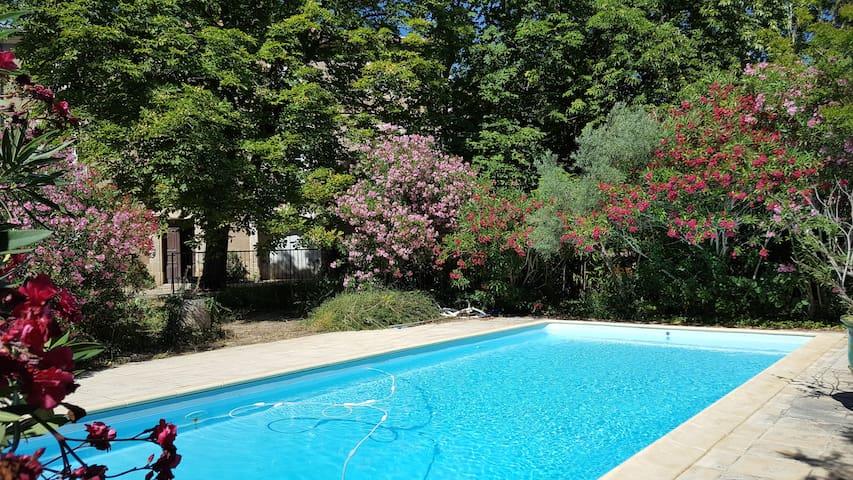 Maison avec jardin et piscine privatisée