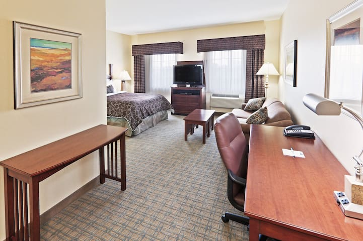Free Breakfast + Heated Saltwater Pool + Hot Tub | 24 Hour Business Center