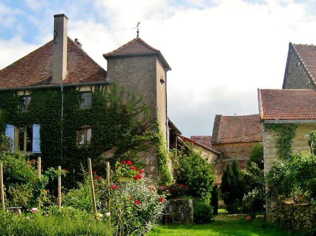 Saint-Clément-sur-Guye的民宿