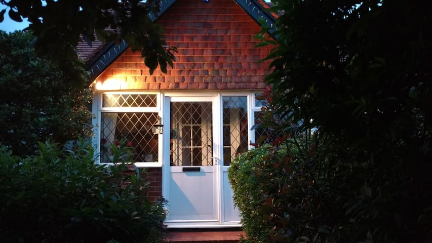 Seaford: Small double room/breakfast. 1930 cottage
