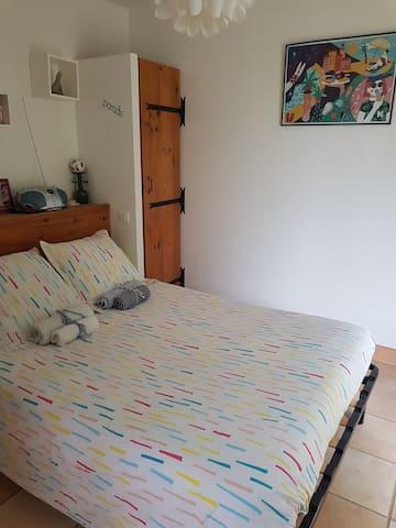 Chambre et sa cuisine d'été : Entre Baous et mer.