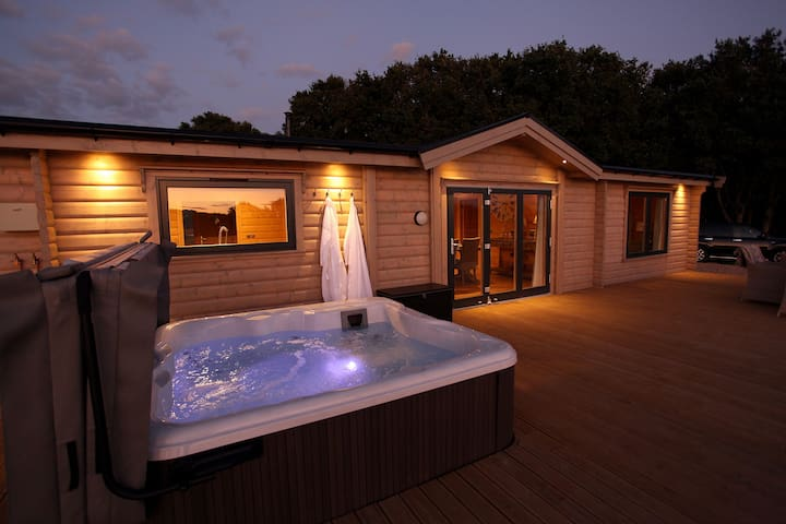 Trinity: luxury lodge in a stunning, lake location