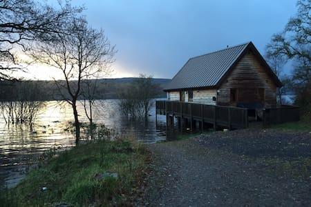 Lochside Log Cabin with Hot Tub
