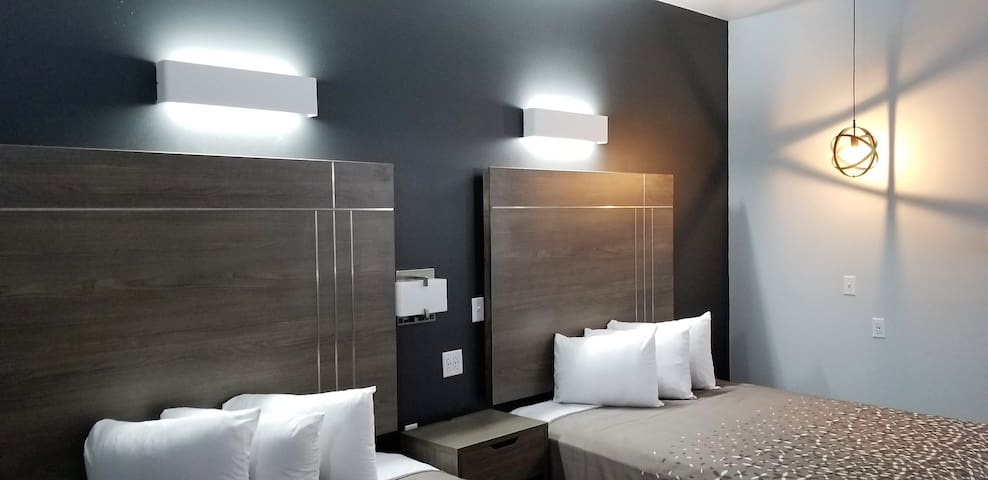 Luxury Boutique Room @The Continental Inn & Suites