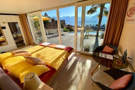 """OTIUM- URSULA """"Honeymoon studio, lake view, sauna"""""""