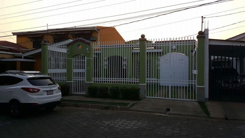 León的民宿