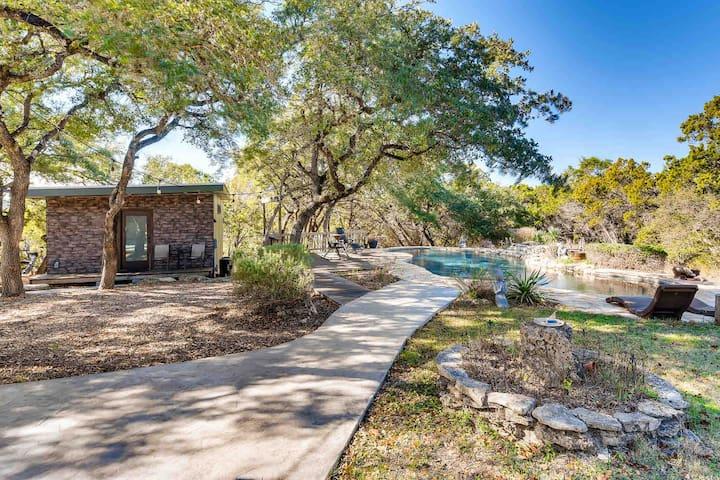 Modern Cabin Retreat   Pool/Fresh Eggs/56 acre