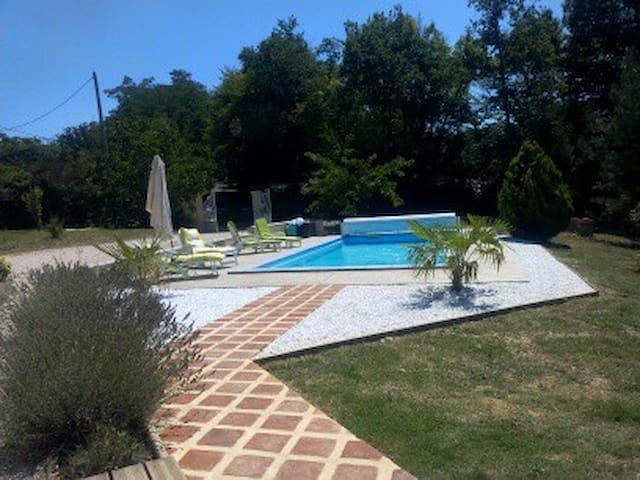 Couloumé-Mondebat的民宿