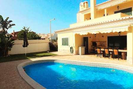 Luxury Villa: Close to Beach, Pool, Hot bread