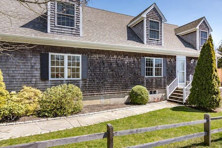 Walk to EDG Wharf - Beautiful Home with AC & Grill