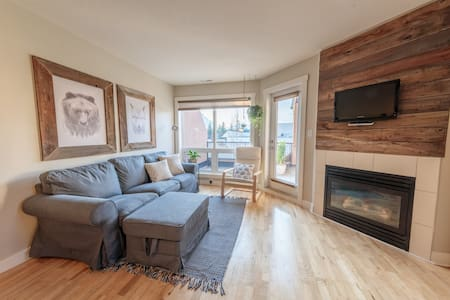 Great location, Canmore condo! PARKS PASS INCLUDED