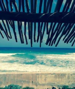 House by the beach (Casa Murmullos)