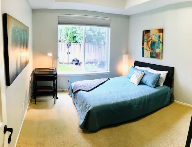 Bright Garden View Room in Orenco