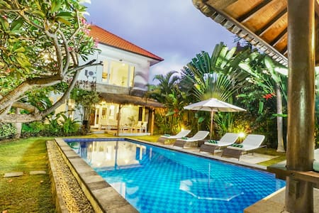 *Big Tropical* Villa/Pool/Heart of Canggu/Billiard