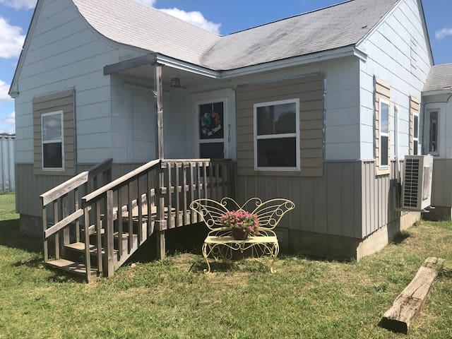 Charming Home on Quiet Private Street in Perkins