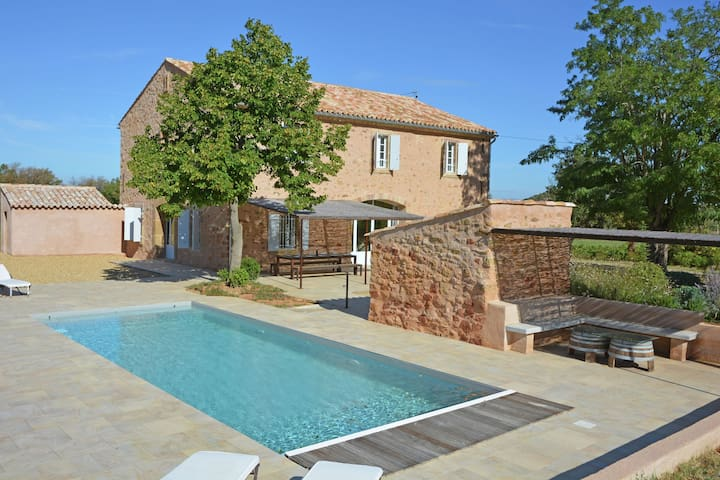Perfect detached house in the vineyards at the Abbey of Fontfroide