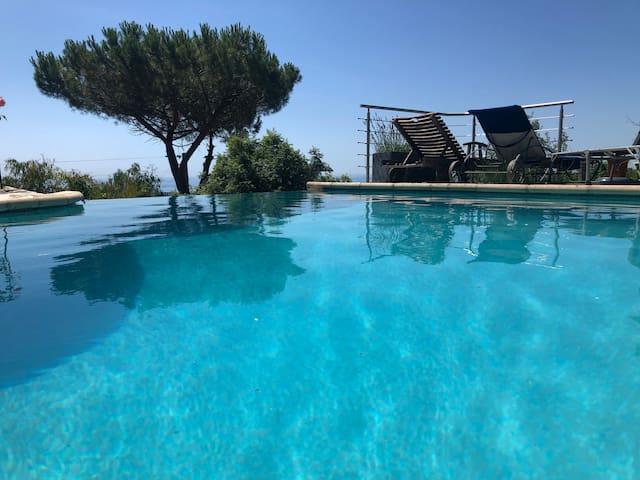 Chambre avec vue mer, piscine, cuisine