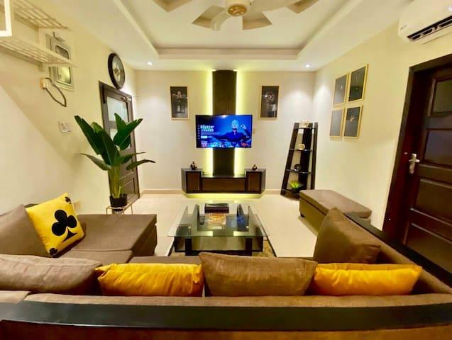 Luxe Minimalist Gold Themed 1BHK Netflix-Wifi-View
