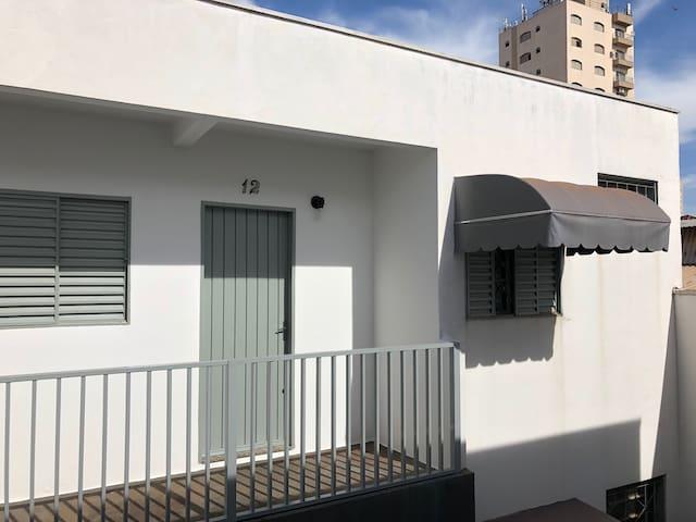 Apartamento 12. Kitnet no centro de Araraquara