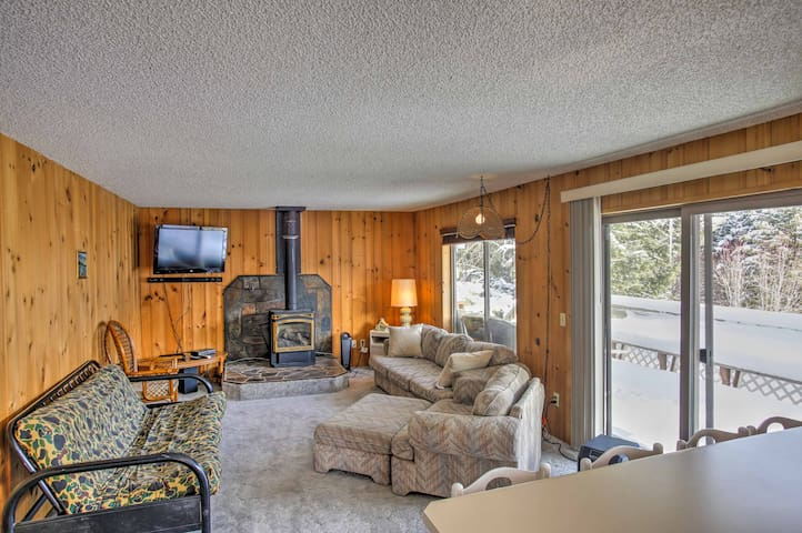 Cozy Worley Cabin w/ Lake Access & Gas Grill!