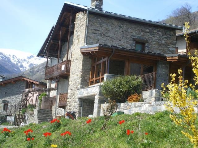 maison traditionnelle savoyarde
