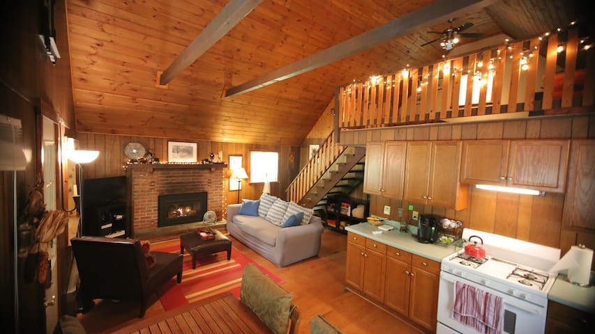 Cozy cabin getaway at Arrowhead Lake Pet friendly!