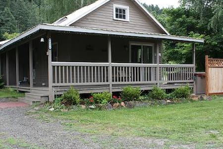 The Old Homestead Nightly Rental - Easy Access!