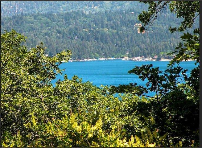 Enormous Lake View Retreat