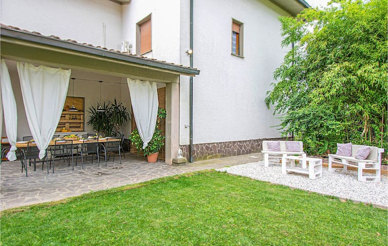 Holiday cottage with 3 bedrooms on 120m² in Pescia