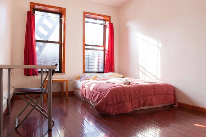 Private room in Sunnyside 2 46th St