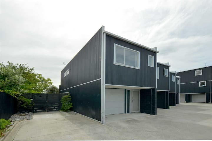 Quiet Christchurch home close to the city.