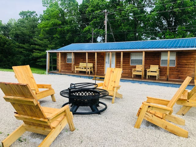 ShyAnn's Paradise- No pet/cleaning fee! *Location*