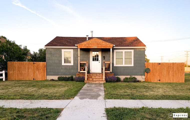 """Kansas Cottage,  """"Home away from Home!"""""""
