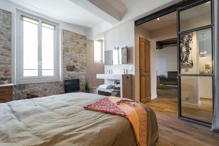 Amazing loft 2 bedrooms 2 bath Old Town & beaches