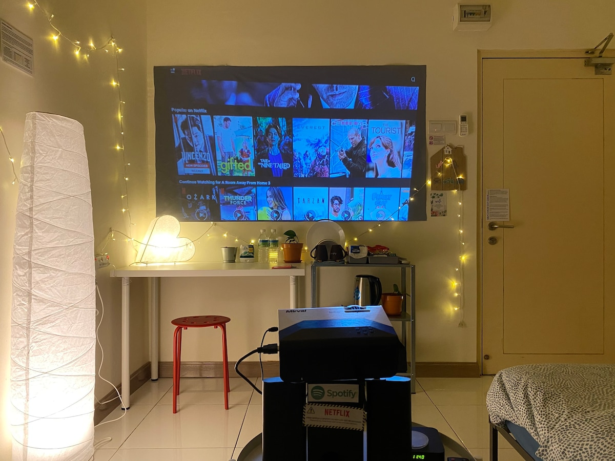 A Room Away From Home 3*PROJECTOR*NETFLIX*WIFI