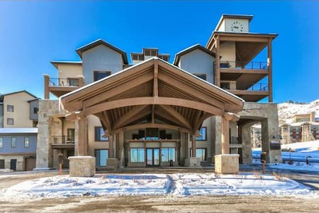 Cozy resort-style condo by the slopes!