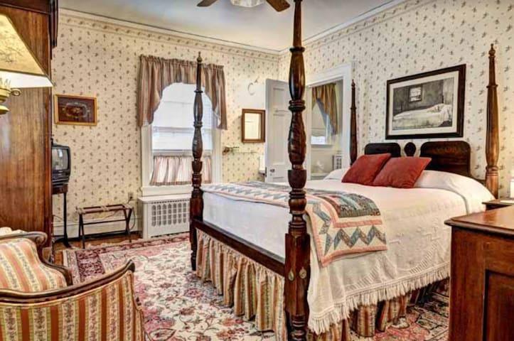 Chesapeake - Colonial Capital Bed & Breakfast