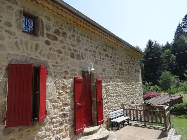 Thélis-la-Combe的民宿