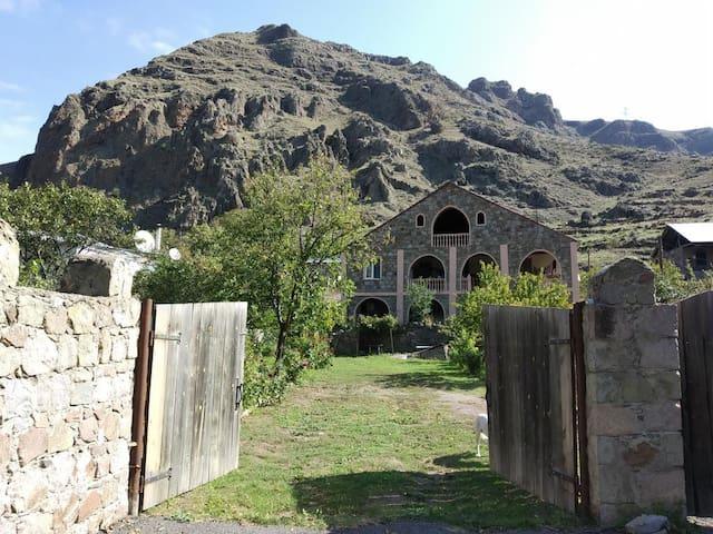 Khertvisi的民宿