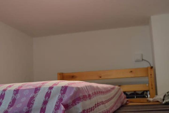 little room with loftbed in Baumschulenweg
