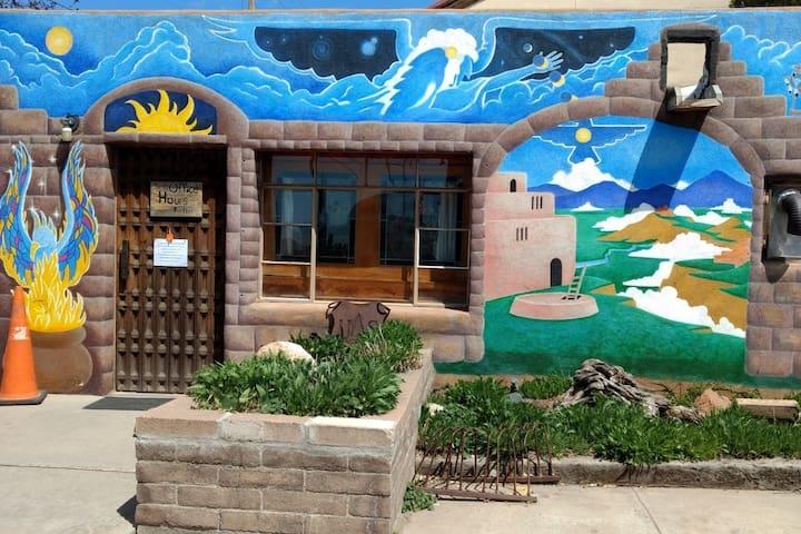 Private Rm w/ 1/2 Bath Santa Fe Int'l Hostel [E/B]